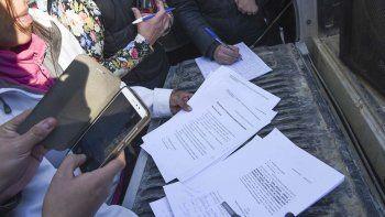 Además de poder adherirse a través de internet, hay comercios donde se puede firmar el petitorio.