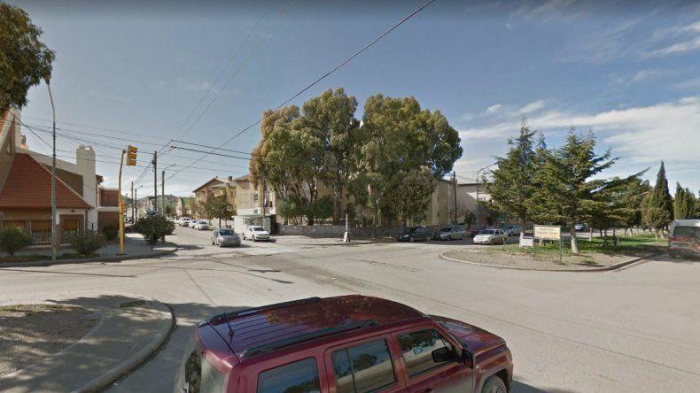 Una mujer fue atropellada por una camioneta y sufrió fracturas