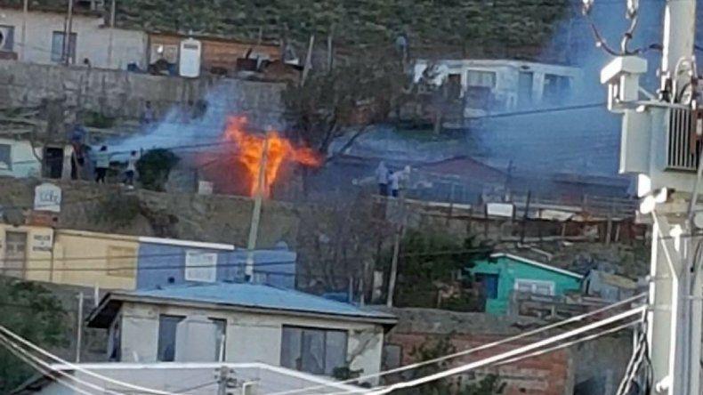 Incendio en barrio La Floresta destruyó una vivienda