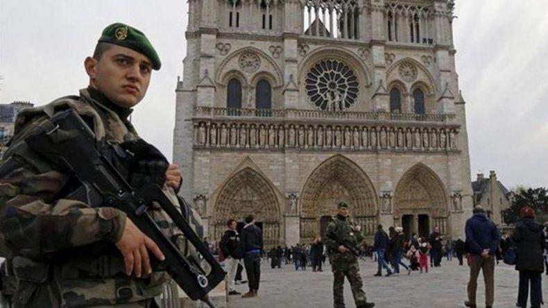 Tiros y evacuación en la catedral Notre Dame de París
