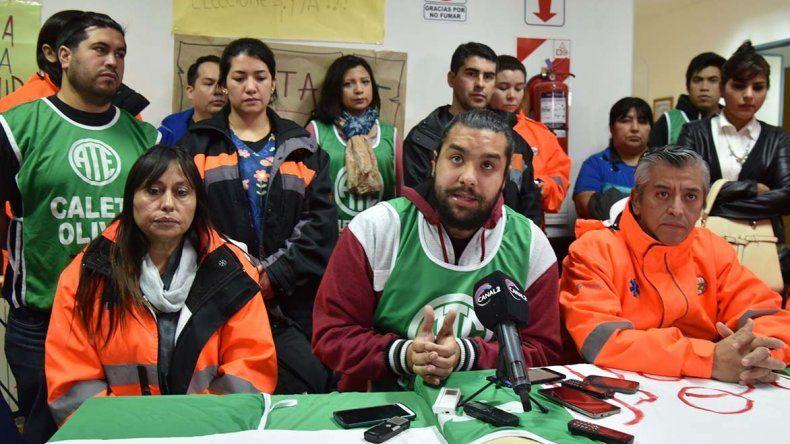 Acompañado por el grupo de enfermeros que habían sido desplazados del servicio de urgencias médicas