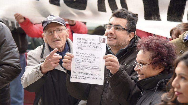 En el Concejo Deliberante los vecinos autoconvocados pidieron que se dé marcha atrás con el aumento de los servicios públicos.