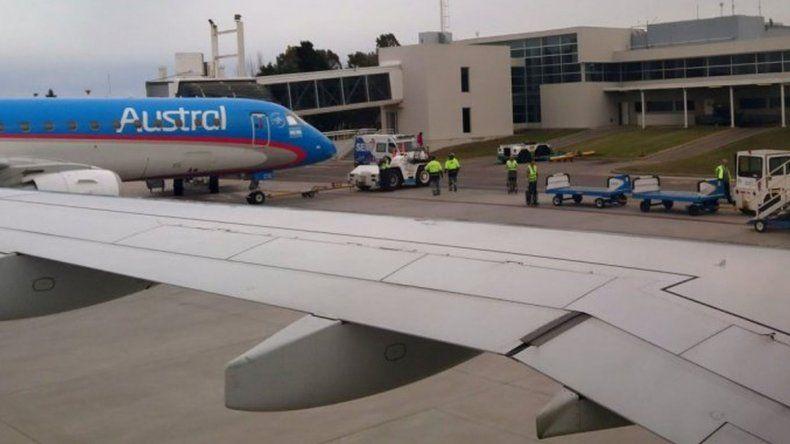 Avión con destino a Chubut aterrizó de emergencia para salvar a una pasajera