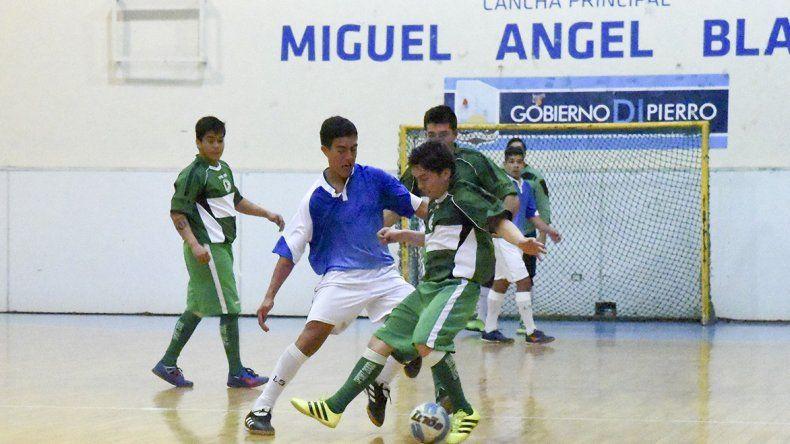 El torneo Apertura de fútbol de salón oficial continuará esta tarde con una nueva programación.