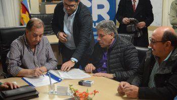 Carlos Linares, Alfredo Prior y David González durante la firma de las paritarias.