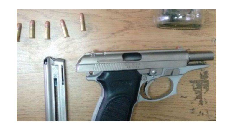 Lo detuvieron con una pistola, cinco balas y droga: iba a matar a su ex