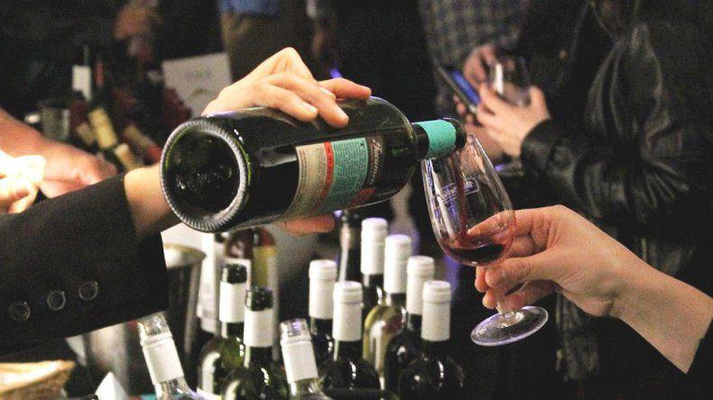 Marcha atrás del Gobierno: vino y champagne no tendrán impuestos