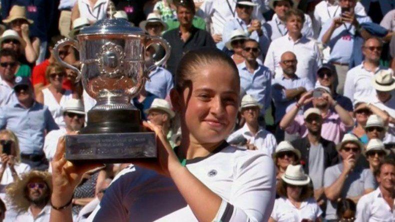 Ostapenko campeona en el polvo de ladrillo de Roland Garros
