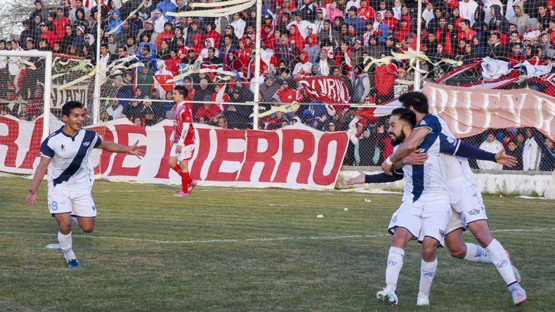 Jorge Newbery festejó por 3 ante Huracán en el retorno del fútbol de Comodoro Rivadavia.