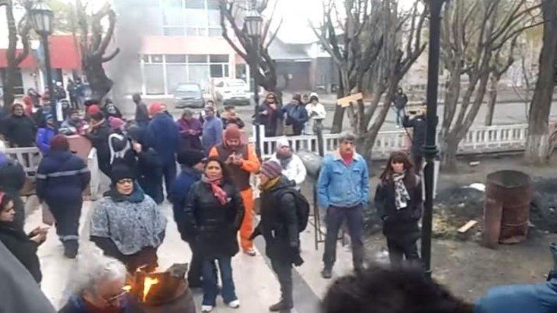 Jubilados endurecen la protesta en Casa de Gobierno