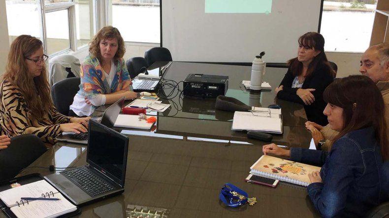 La decana Eugenia de San Pedro inició una serie de reuniones con directores de institutos que dependen de la misma universidad.