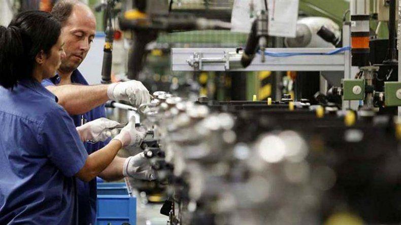 Las empresas planean no contratar personal e incluso reducir su plantel de trabajadores.