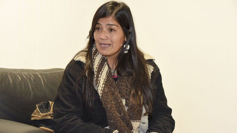 Ivana Noemí Huetelaf contó a El Patagónico lo sucedido aquella tarde noche del 10 de enero. Denunció que fue torturada junto a otros activistas y que el fiscal Carlos Díaz Mayer estuvo en la comisaría.