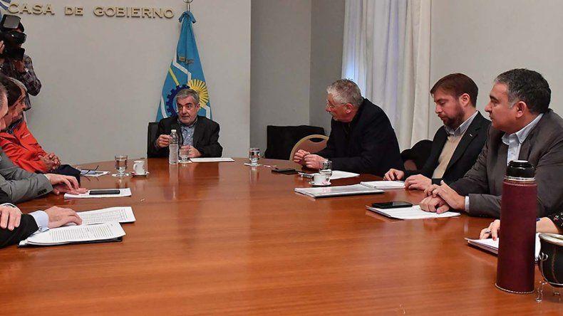 El gobernador Mario Das Neves recibió ayer a diputados de diferentes bancadas.