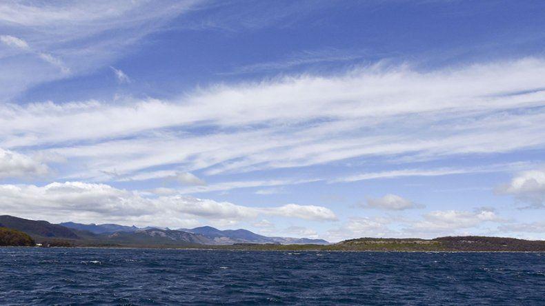 La profundidad máxima del lago La Plata alcanza los 185 metros y la del Fontana llega a 120 metros.