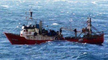 Sobrevivieron dos tripulantes en el naufragio del fresquero El Repunte, ocurrido al noreste de Rawson.