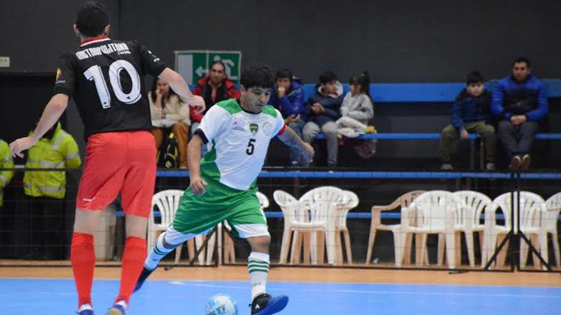 Comodoro cerró su participación con una victoria que le permite mantener la categoría A.