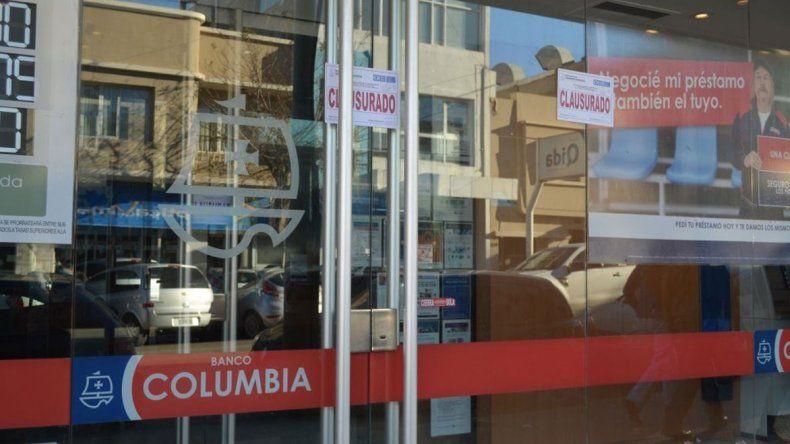 El banco ayer fue cerrado por funcionar con la habilitación comercial vencida.