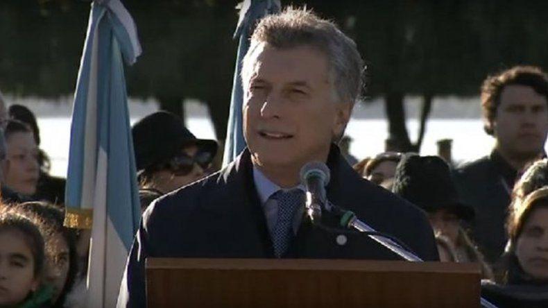 En el Día de la Bandera, Macri admitió que a su gestión le falta mucho