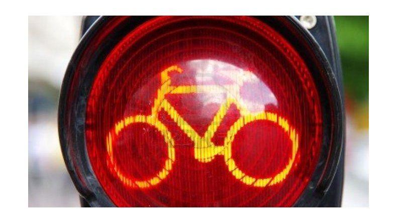 En la Ciudad prohibirían el uso de auriculares a ciclistas