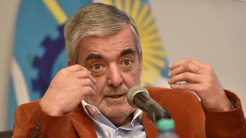 El gobernador criticó el endeudamiento que impulsa Macri.