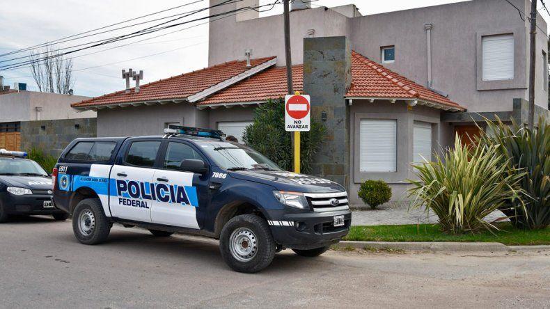 Allanaron casas y un local por causa de narcotráfico en Bahía Blanca.
