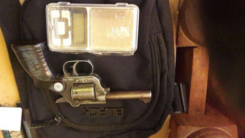 En los procedimientos también fueron incautadas doce armas y un chaleco antibalas.