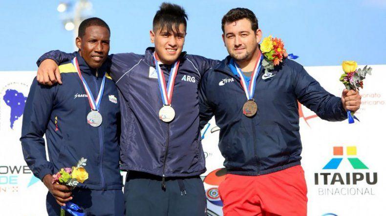 Braian Toledo -centro- fue medalla dorada en Paraguay
