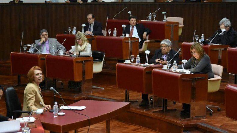 El pliego de García Blanco sigue complicando a la Legislatura