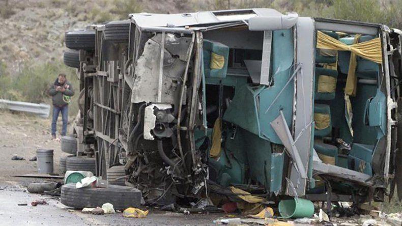 Señalan al chofer como responsable de la tragedia que se cobró 15 víctimas en Mendoza.