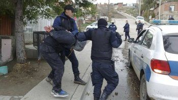 El procedimiento donde el miércoles pasado el mediodía la policía logró la detención de Nahuel Silveira en el barrio Abásolo.