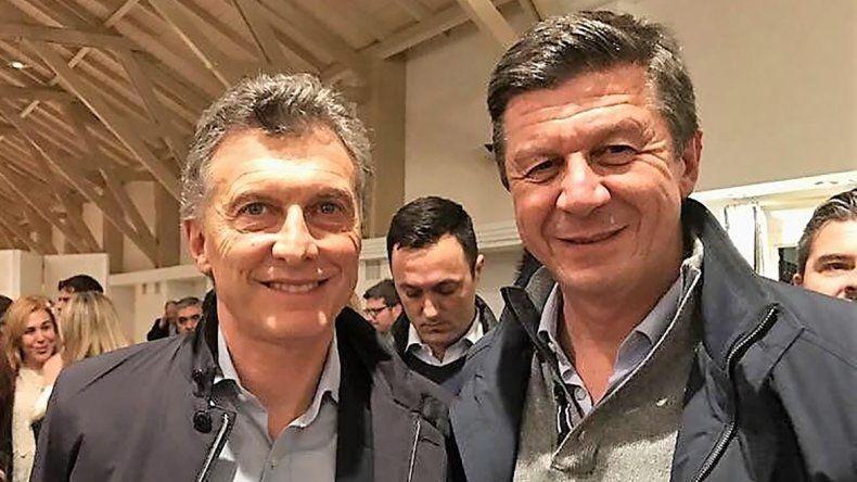 Gustavo Menna junto a Mauricio Macri en una presentación de precandidatos de Cambiemos realizada anoche en Buenos Aires.