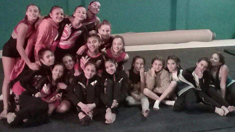 El grupo de gimnastas que compitió en la instancia Local.
