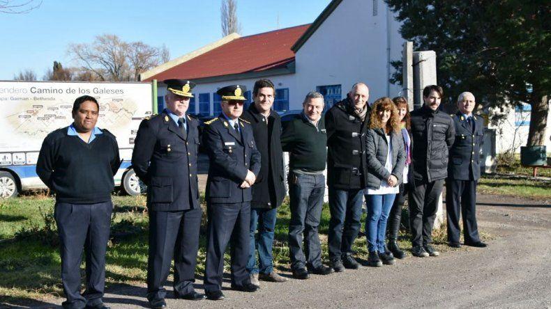 Funcionarios del gobierno provincial estuvieron en Gaiman para evaluar la instalación del destacamento.