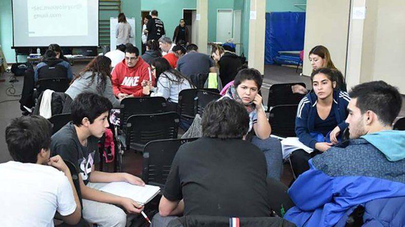 En el curso se desplegaron cuatro temas teóricos.