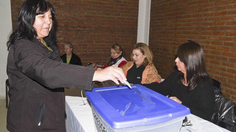 El Centro de Residentes Chilenos fue el lugar escogido para que los ciudadanos transandinos radicados en Comodoro Rivadavia emitieran su voto en las elecciones primarias.