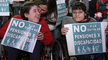 Imágenes de la marcha en contra de la quita de pensiones por discapacidad.