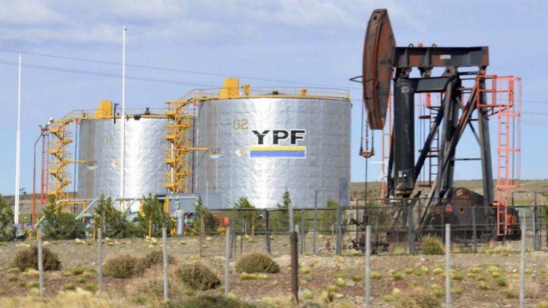 YPF le salió al cruce a quienes sostienen que lo que invierte no incidirá en la economía regional.