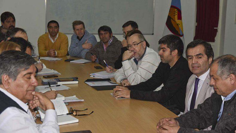 Los profesionales y técnicos de la ciudad recibieron ayer copia del Código de Planeamiento Urbano.