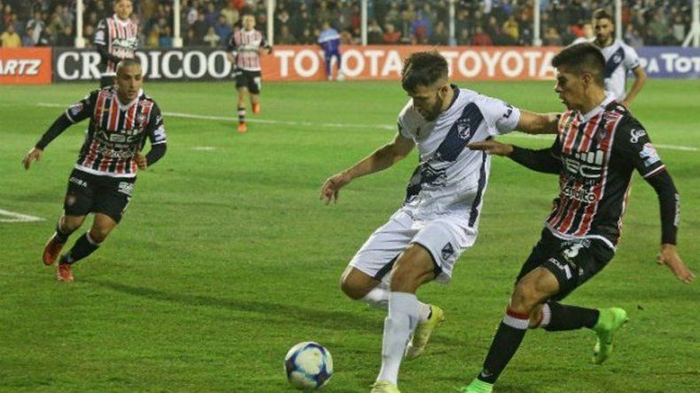 Brown de Madryn eliminó a Chacarita en Cutral Co