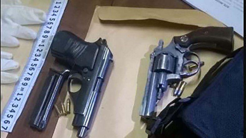 La Policía de la Seccional Quinta secuestró dos armas de fuego en el interior del Volkswagen Gol Trend