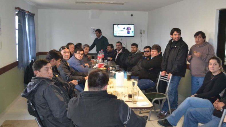 Uno de los encuentros realizados en la sede sindical de Caleta Olivia.