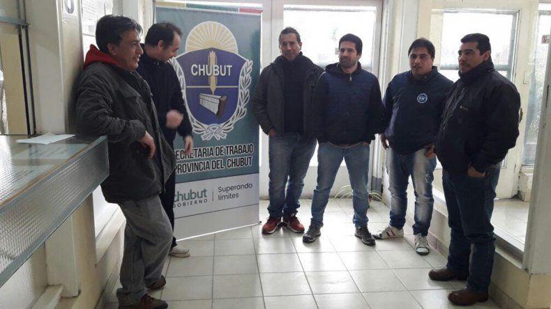 Los trabajadores que prestaban servicios para Sinopec en Bella Vista Oeste firmaron el jueves un acuerdoque garantiza su continuidad laborar en el yacimiento que ahora es operado por CAPSA.