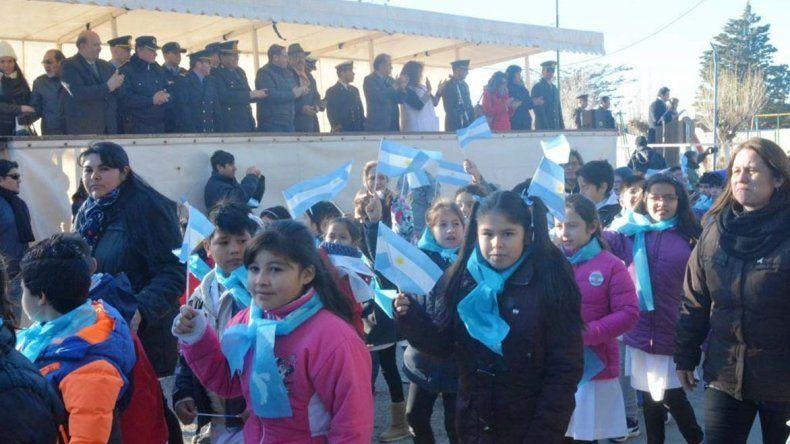 Las escuelas del barrio fueron grandes protagonistas del desfile.