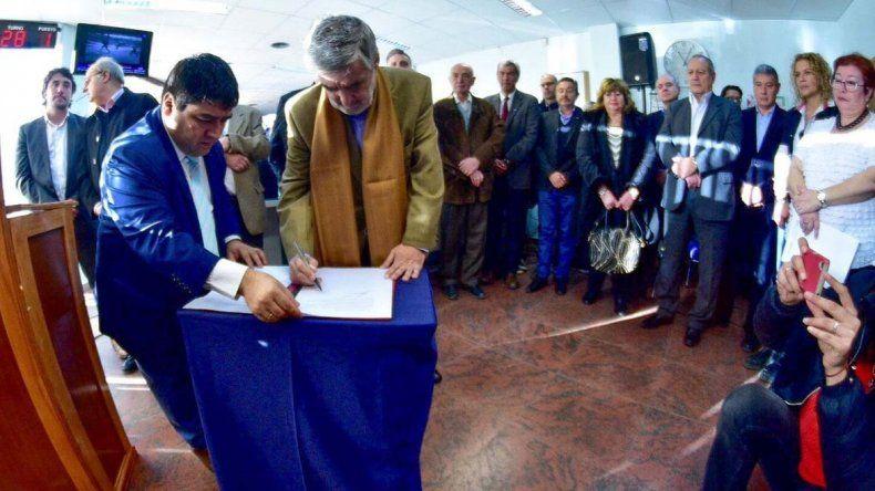 La agenda de ayer de Das Neves se centró en realizar aportes para instituciones vinculadas con la salud de Comodoro Rivadavia.