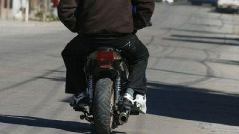 Dos motochorros le robaron  a un hombre en el Abásolo