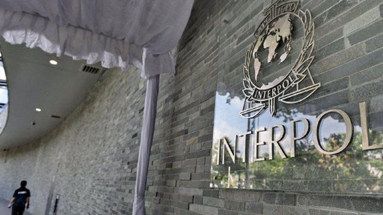 Acusaron a un músico de violar a su hija y lo busca la Interpol