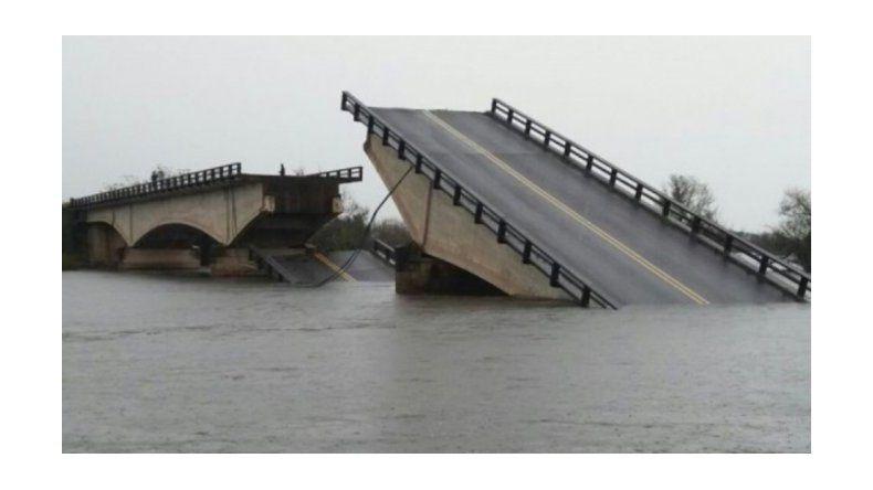 Una camioneta cayó cuando quiso cruzar el puente Goya