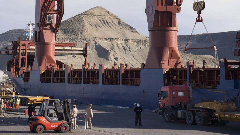 En el puerto de Comodoro el avance de obras es por goteo