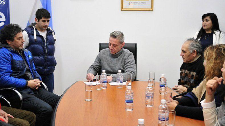 Mariano Arcioni durante actividades que desarrolló ayer en Esquel.